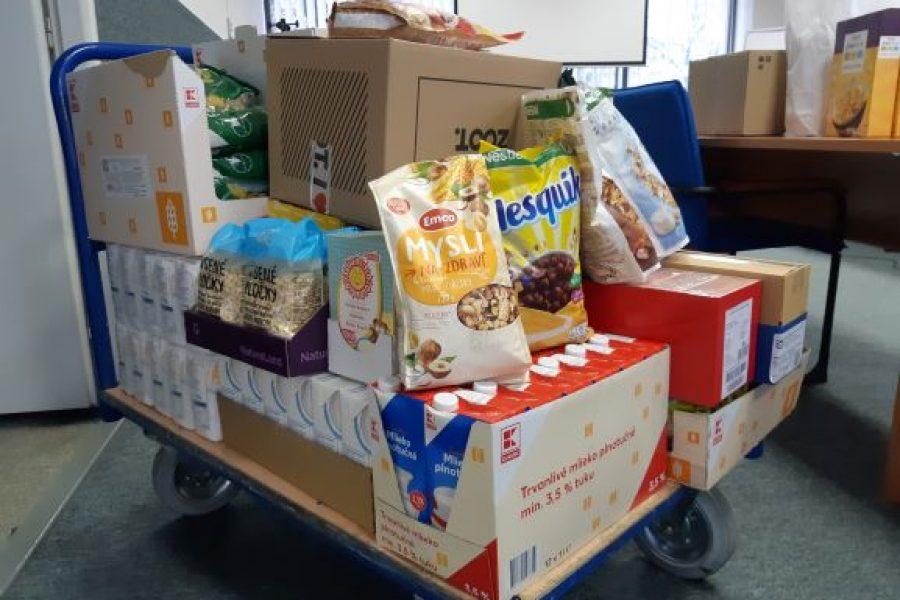 8.vianočná potravinová zbierka zamestnancov pre ľudí v núdzi